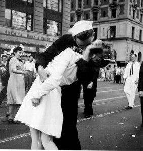 bacio-marinaio-infermiera-