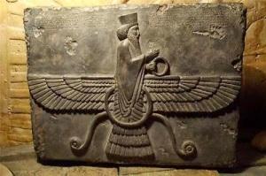 Ahuru-Mazda-Persian-Achaemenid-wall-art-reliefZoroastrian-god