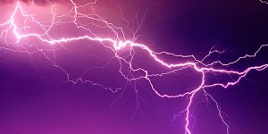 663004-lightning_strike_680_275061_34N231